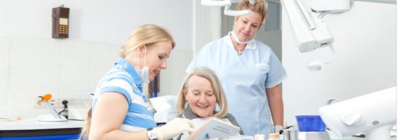 Dr. Katja Ertel und Patientin